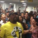 ライオンキングとアラジンのキャストが空港で歌った動画で「さすがディズニー!」と改めて言いたくなった