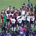 高校サッカー決勝戦の試合後の、選手たち同士に新しい友情が芽生える動画に感動した